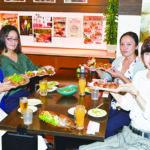 大阪名物「くれおーる」で、たこ焼女子会